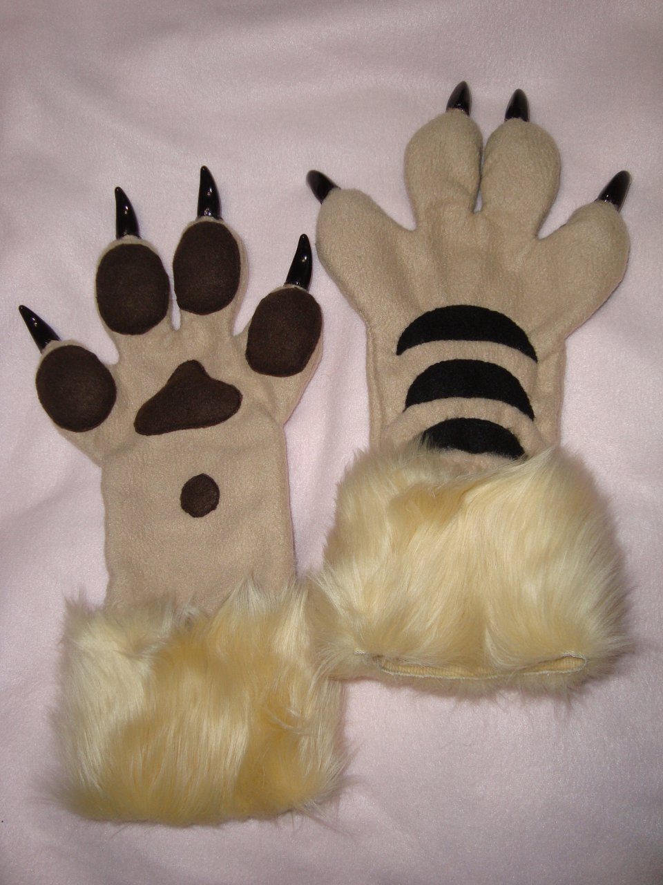 Gryphon paws