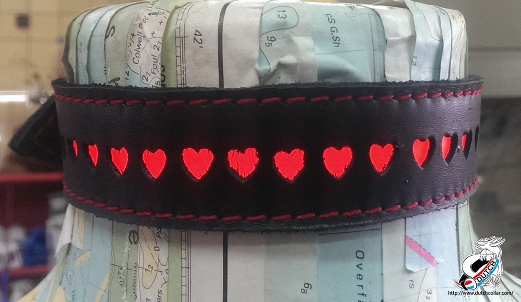 El heart collar (turned on)