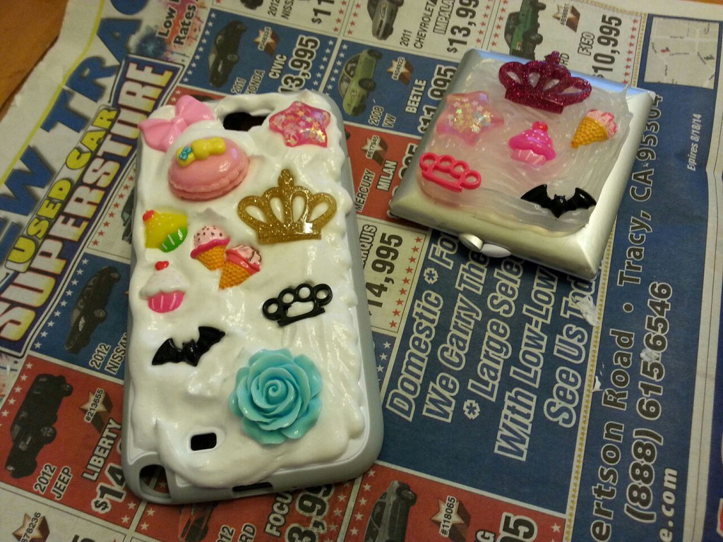 (old art) deco phone case + compact mirror