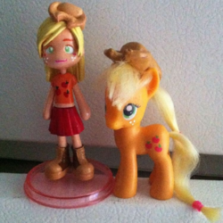 Applejack Pinky Street Figurine