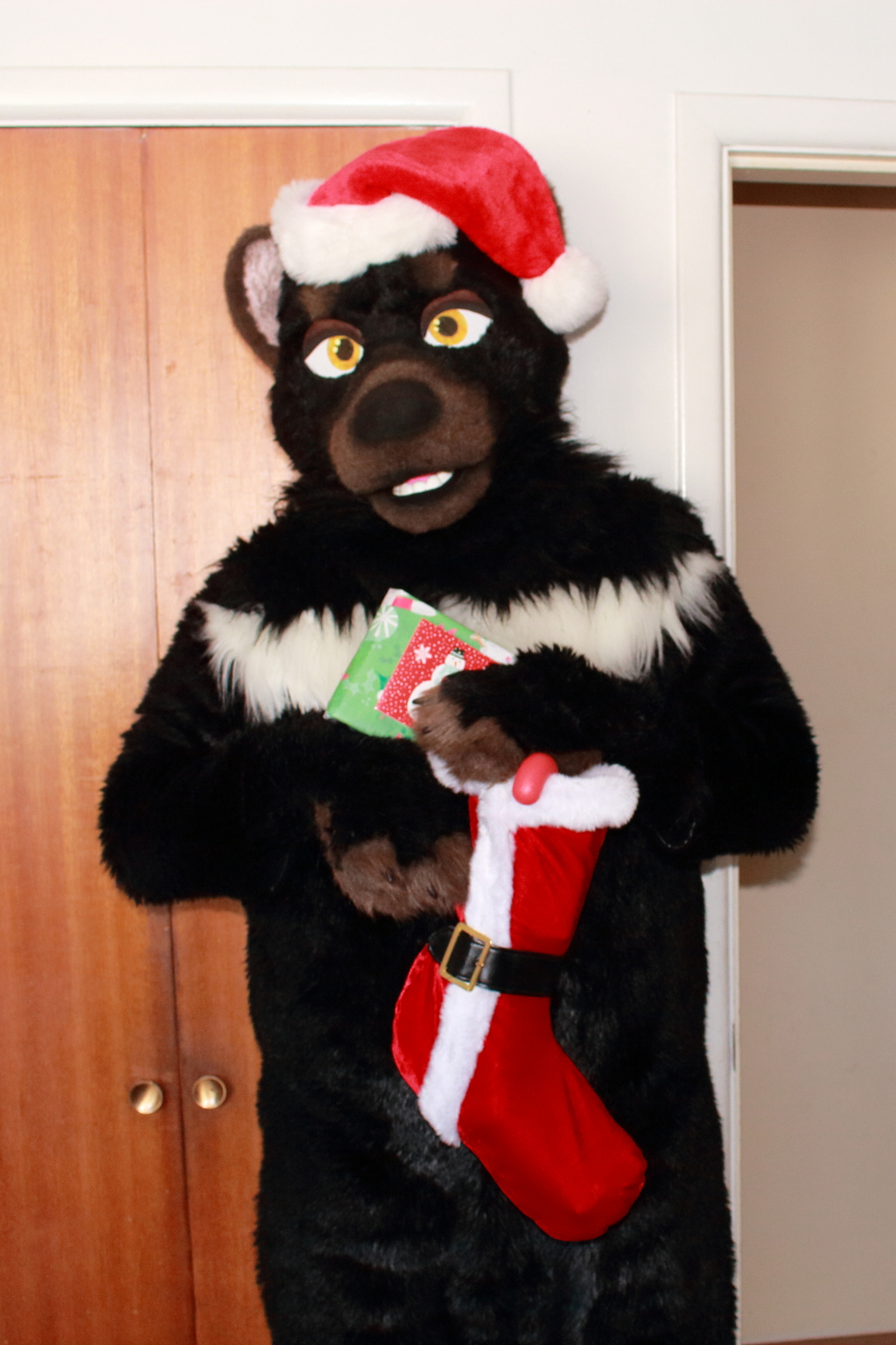 Most recent image: Merry Christmas to all on Weasyl