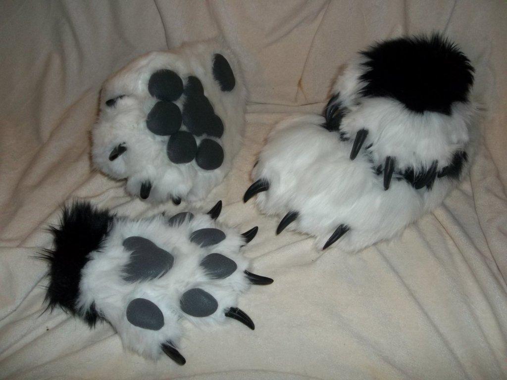 Semi realistic black/white feet