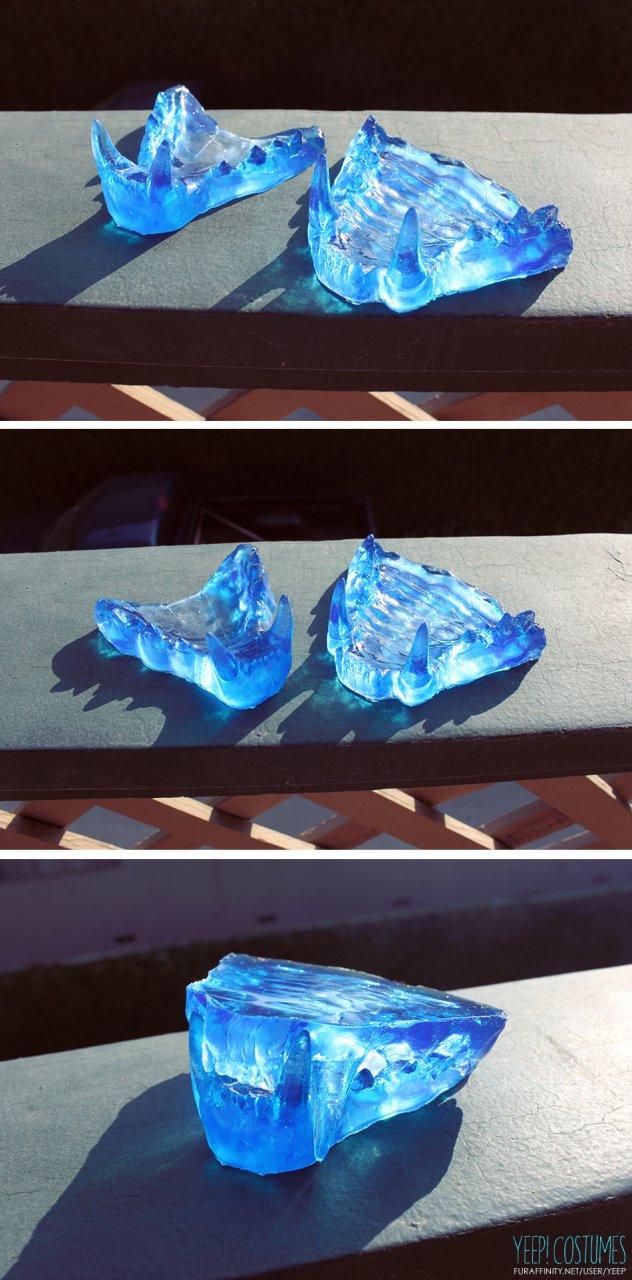 PARTS: Translucent blue feline jawset