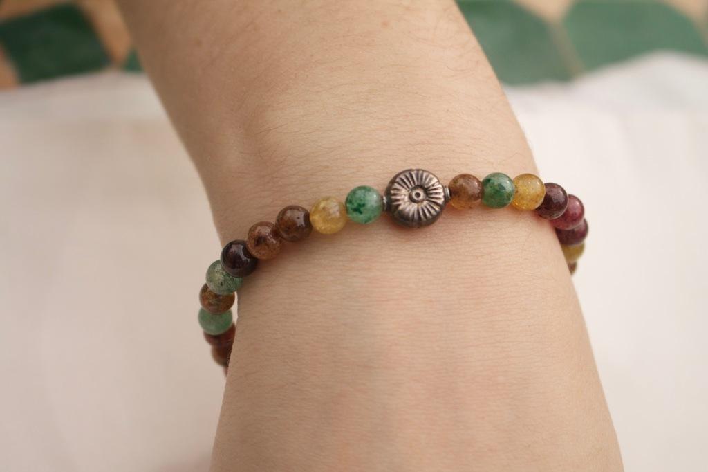 Metal Flower Indian Aventurine Bracelet On Wrist