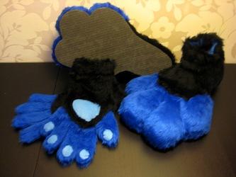 Azrak feet and paws