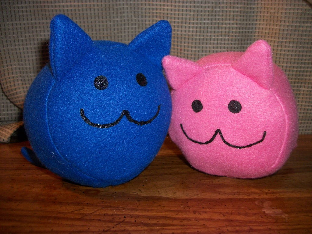 Blue and pink round kitties
