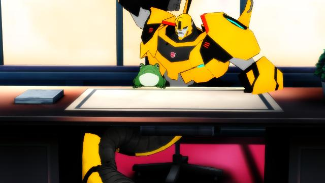 Bumblebee the autobot snake Don't like frogs