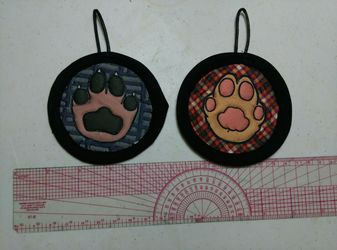 Quilted mini paw badges