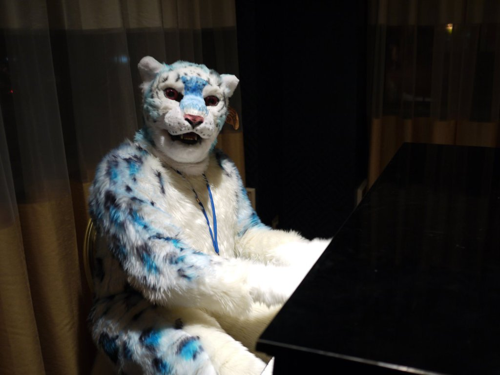 Most recent image: I can play all the piano?