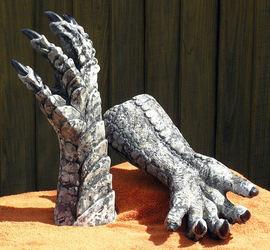 Stone Gargoyle Hands / PotW 17 Aug 2014