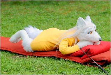 Aurelia relaxes