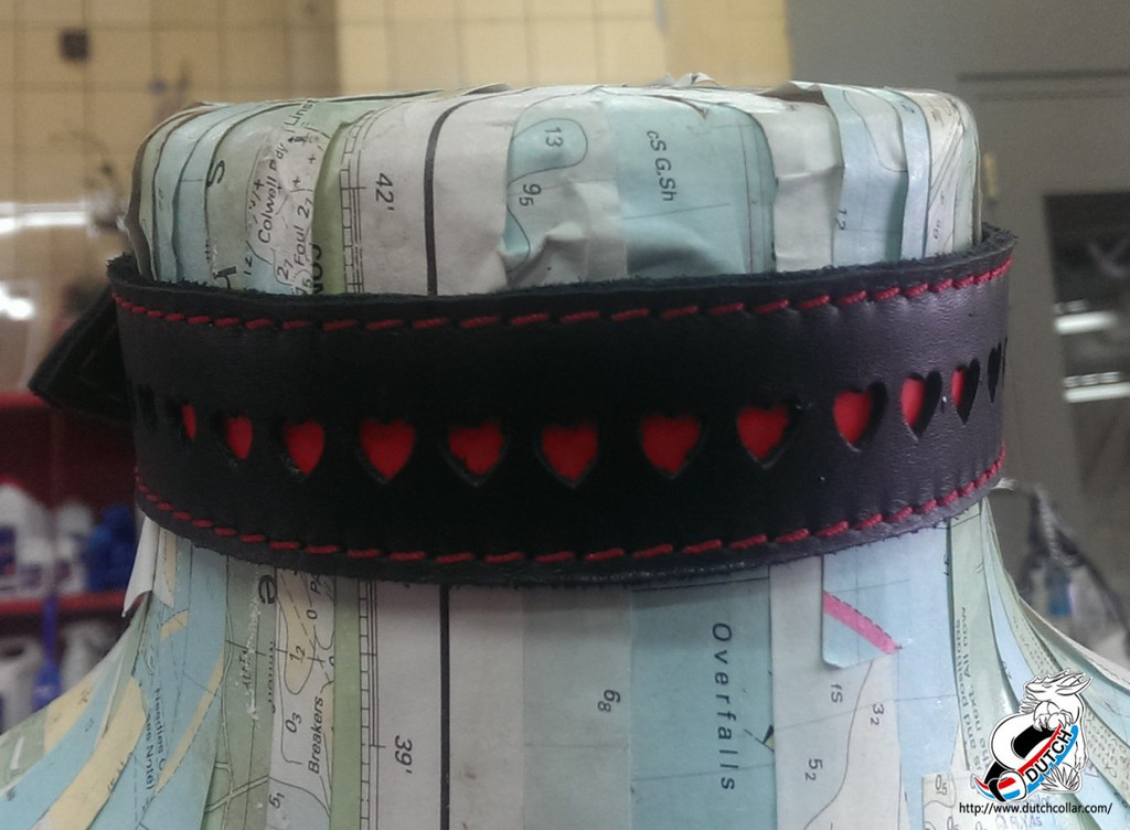 El Collar with hearts (turned off)