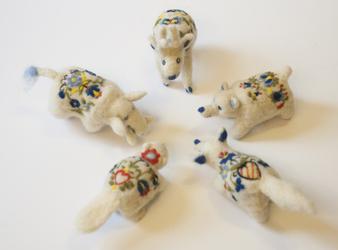 Polish Embroidery Bean Animals