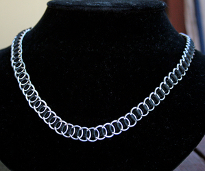 Black and Silver Ribbom Maille necklace
